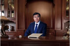 """伊利集团潘刚大力支持公益事业 助梦""""健康中国"""""""