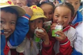 伊利集团潘刚将儿童健康视为企业责任 深入西藏展开营养扶贫